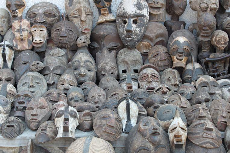 Onderschepte maskers uit Congo. Beeld Foto uit boek