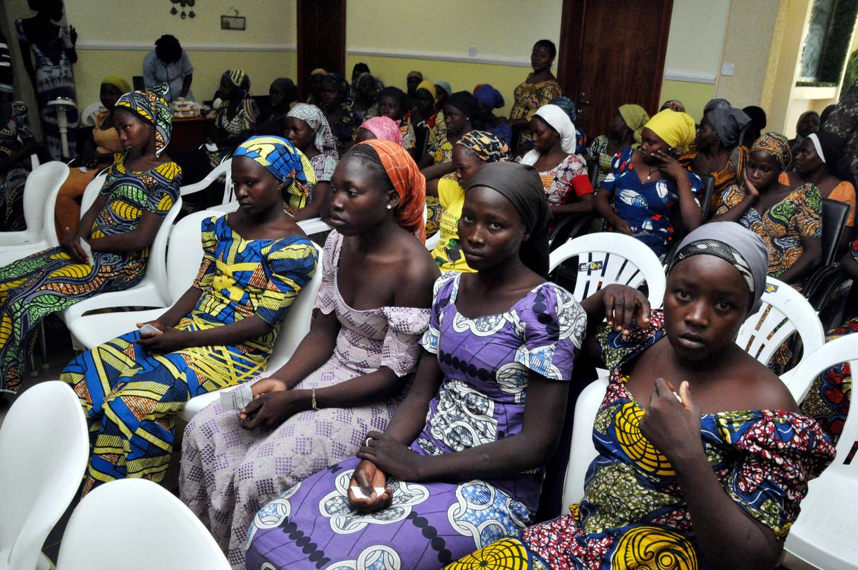 In mei 2017 worden 82 Chibok-meisjes naar meer dan drie jaar gegijzeld te zijn geweest door Boko Haram vrijgelaten. Hier wachten ze op een ontmoeting met de president van Nigeria, Muhammadu Buhari op 7 mei 2017.
