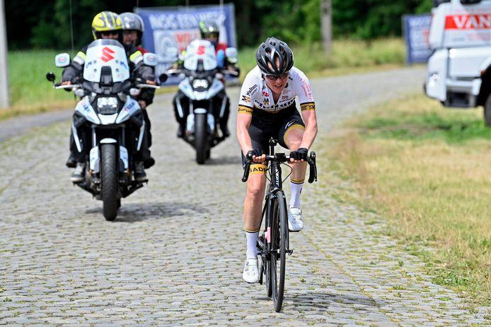 Ann-Sophie Duyck op de kasseien van de Herlegemstraat: een solo van dertig kilometer volstond niet voor de Belgische titel.