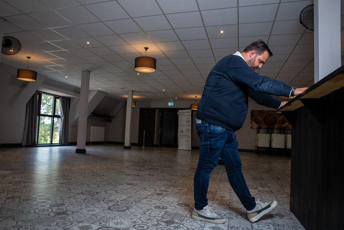 Levent Kaharan hoort het nieuws dat er mogelijk straks ook in Gelderland-Zuid slechts 50 mensen aanwezig mogen zijn bij bruiloften.