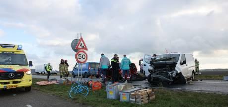 Waarschuwingsbord en snelheidsverlaging op weg tussen Kampen en Dronten na botsing met meerdere auto's