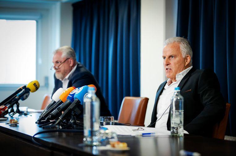 Schouten en Peter R. de Vries houden een persconferentie over ontwikkelingen in het Marengo-proces. Beeld Hollandse Hoogte /  ANP