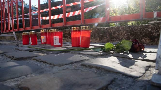 Kaarsen en bloemen voor vier dodelijke slachtoffers van ongeval aan Huidevetterskaai