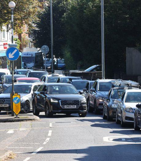 Des pénuries de carburant agacent au Royaume-Uni, le gouvernement cherche des solutions d'urgence