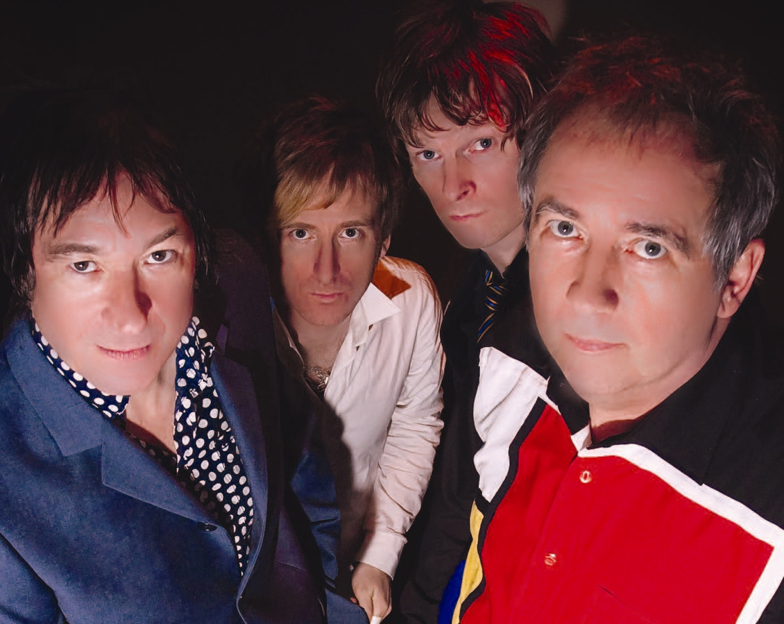 Buzzcocks, met uiterst rechts zanger Pete Shelley.
