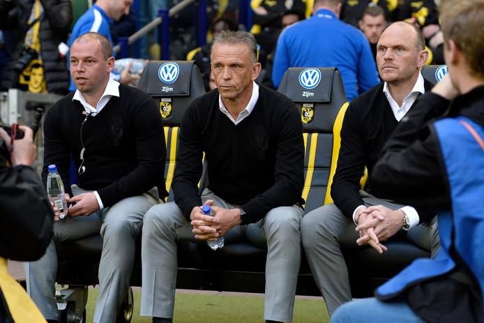 Nicky Hofs, Edward Sturing en Joseph Oosting; de technische staf van Vitesse voor de wedstrijd tegen Sparta.