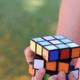 Record gebroken: man lost Rubiks kubus in 4,2 seconden op
