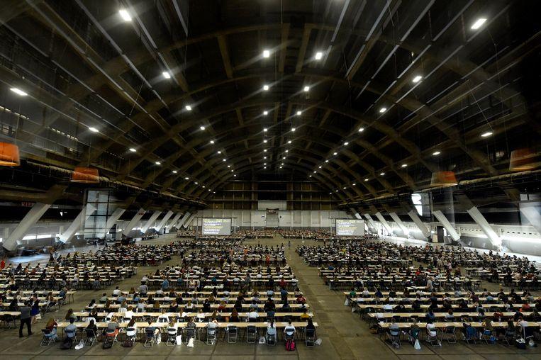 Het toelatingsexamen voor arts in Brussels Expo in 2018. Voortaan zullen de toelatingsexamens voor arts en tandarts waarschijnlijk altijd digitaal worden georganiseerd. Beeld Photo News