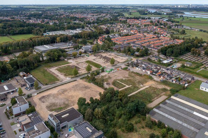 Voormalig industrieterrein Het Veen in Hattem is één van de gegadigden om met behulp van rijksmiljoenen te worden volgebouwd met woningbouw. Daar is al een start mee gemaakt langs de Hoopjesweg (zie woningen rechts)