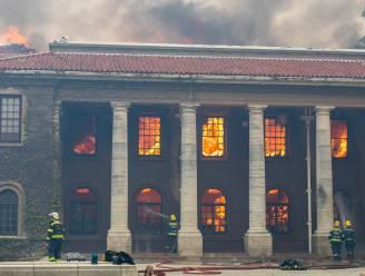 In beeld: vlammenzee legt Tafelberg en historische gebouwen Kaapstad in de as
