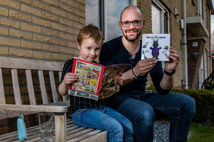 Bas Diemel uit Heeten heeft een kinderboek geschreven. Dit deed hij op basis van zijn eigen ervaringen als huisman in coronatijd. Hier poseert hij met zesjarige zoon Jacob.