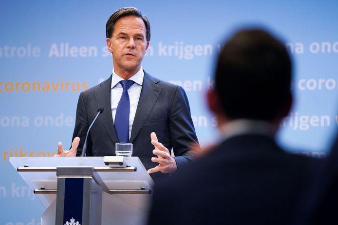 De Nederlandse premier Mark Rutte bij de persconferentie vanavond.