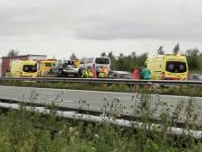 Vier auto's botsen tegen elkaar op A12 bij Ede: twee rijstroken waren dicht, urenlange vertraging afgenomen