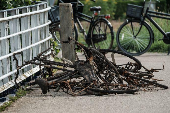 Ter illustratie: jongeren vonden in Doetinchem verschillende fietsen in het water.