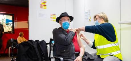 Tijdelijk minder vaccinaties in Tilburg door stop AstraZeneca, GGD schaalt op voor Pfizer