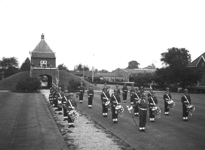 De drumband van de Isabellakazerne in 1963.