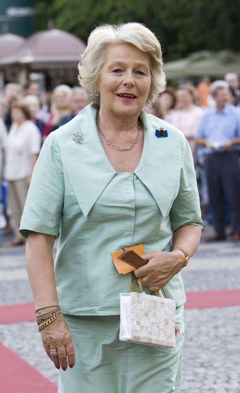 Martine van Loon-Labouchere tijdens een staatsbezoek van koningin Beatrix aan Slowakije. Foto ANP/Lex van Lieshout Beeld