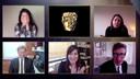 Nomadland-regisseur Chloe Zhao (L) en haar crew bij de uitreiking van de prijs voor beste 'Film'  tijdens de 74ste jBritish Academy Film Award (BAFTA) in de Royal Albert Hall in Londen.