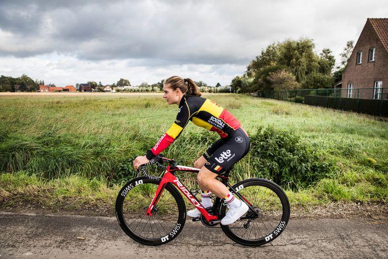 'Waarom er zo weinig goede wielrensters zijn? Ik denk dat de meesten wel graag fietsen, maar dat ze niet graag afzien.' Beeld Aurélie Geurts