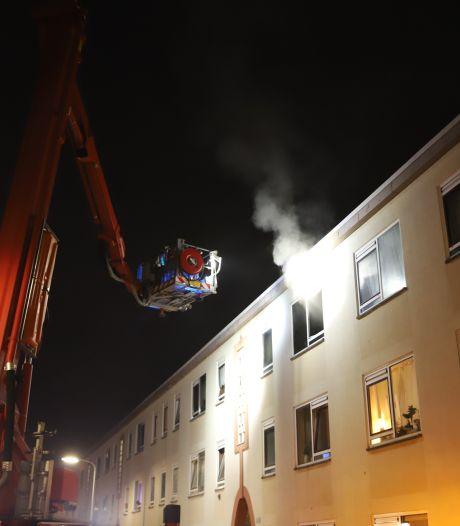 Vijf huizen tijdelijk ontruimd vanwege woningbrand in Pluvierstraat