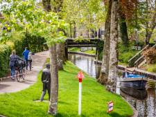Weer verbod op fietsen langs gracht bij Giethoorn om drukte tegen te gaan