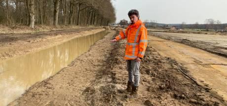 Graafmachines boetseren nieuwe Bruuk: natuurgebied krijgt meer kwel- en minder regenwater