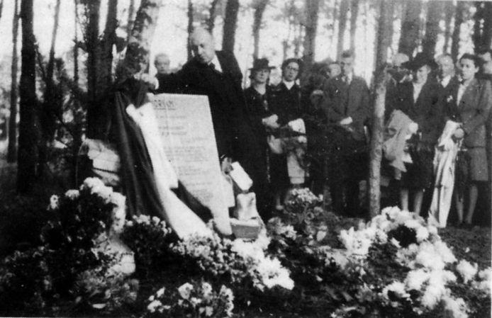 Herdenking op de Vloeiweide.