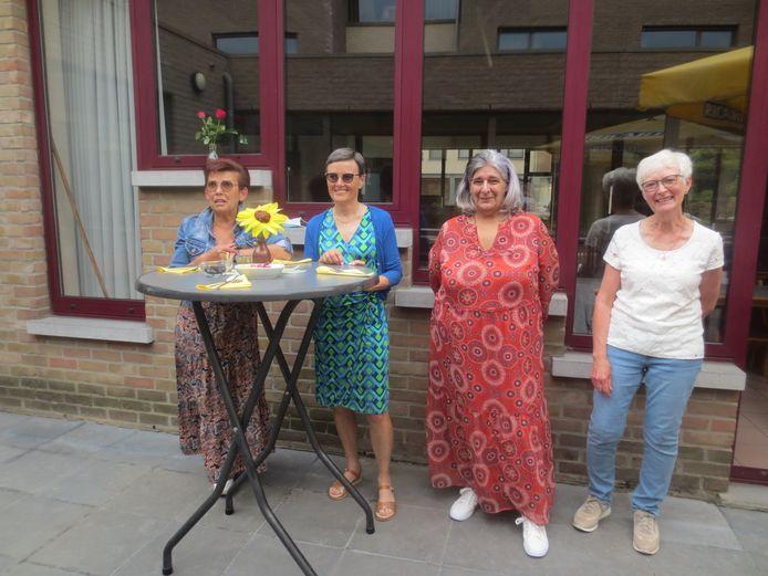 De vier medewerkers van WZC Trappeniers die met pensioen gaan.