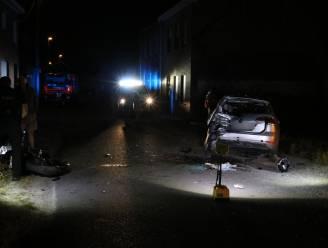 Jonge motard (25) in levensgevaar na zware klap tegen geparkeerd voertuig