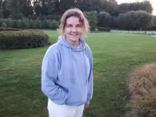 Aline (15) redt leven van man die zich verslikt in restaurant