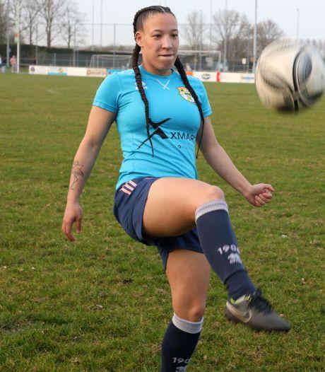 Sylvana Tieleman traint weer op het veld én in het zand: 'Maar ik zou ook graag weer naar het stadion gaan'