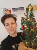 Hannah Broerse had nog geen kerstboom, maar moet het nu doen met een conifeer. Ze waren overal uitverkocht.