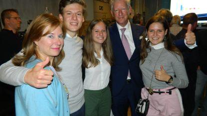 VIDEO: De Crem viert met gezin: 20 van de 29 zetels in fusiegemeente van Aalter met Knesselare