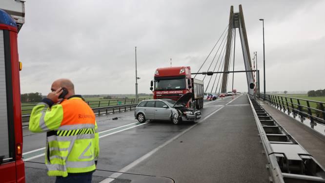 N50 tussen Kampen en Ens korte tijd volledig dicht door ongeval op Eilandbrug