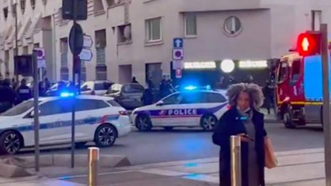 "Gewapende man die ""Allah Akbar"" roept in Parijs neergeschoten"