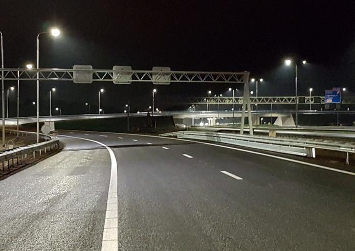 De nieuwe aansluiting van de A1 op de A50 is af.