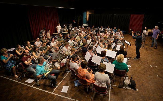 Harmonie Dommelecho in Dommelen tijdens een repetitie