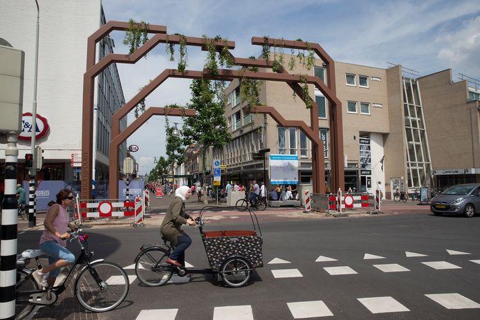 De groene poort op de kop van de Hamburgerstraat. Foto: Theo Kock