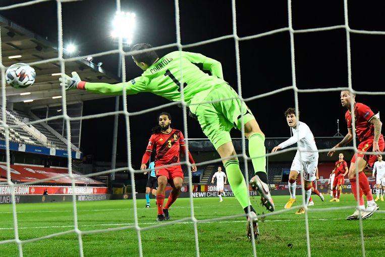 Courtois slikt een goal tegen Denemarken, eind vorig jaar.