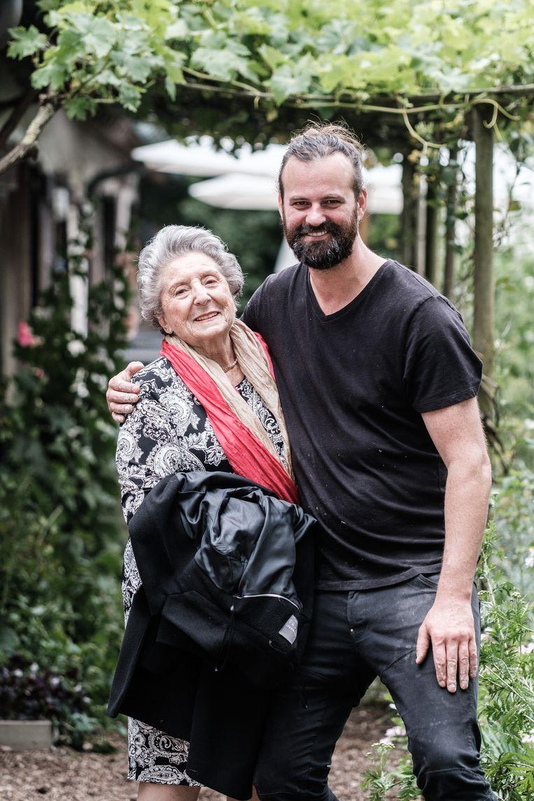 Chefs onder elkaar: Regina Sluszny en Willem Hiele.Zij: 'Het eerste koosjere Chinese restaurant in Antwerpen, dat was van mij.' Beeld Bob Van Mol