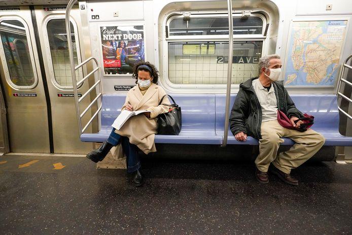 De metro in New York rijdt ook weer 's nachts.