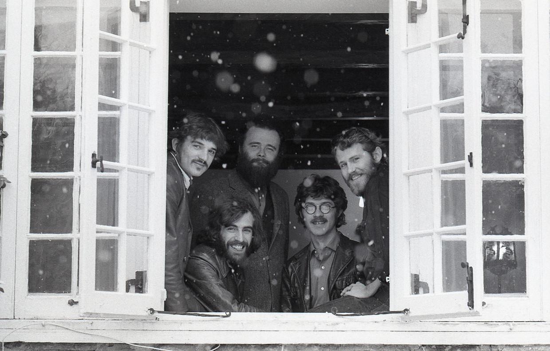 The Band in Once Were Brothers, met als tweede van rechts Robbie Robertson. Beeld David Gahr
