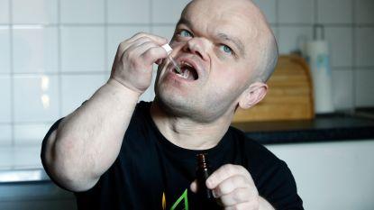"""Chris Willemsen breekt een lans voor cannabisolie:  """"Dankzij dat middel kan ik weer stappen en slapen zonder pijn"""""""