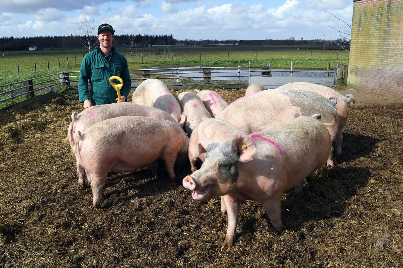 Bas Antonissen, Boer Bas, heeft een biologische varkenshouderij in Rucphen.