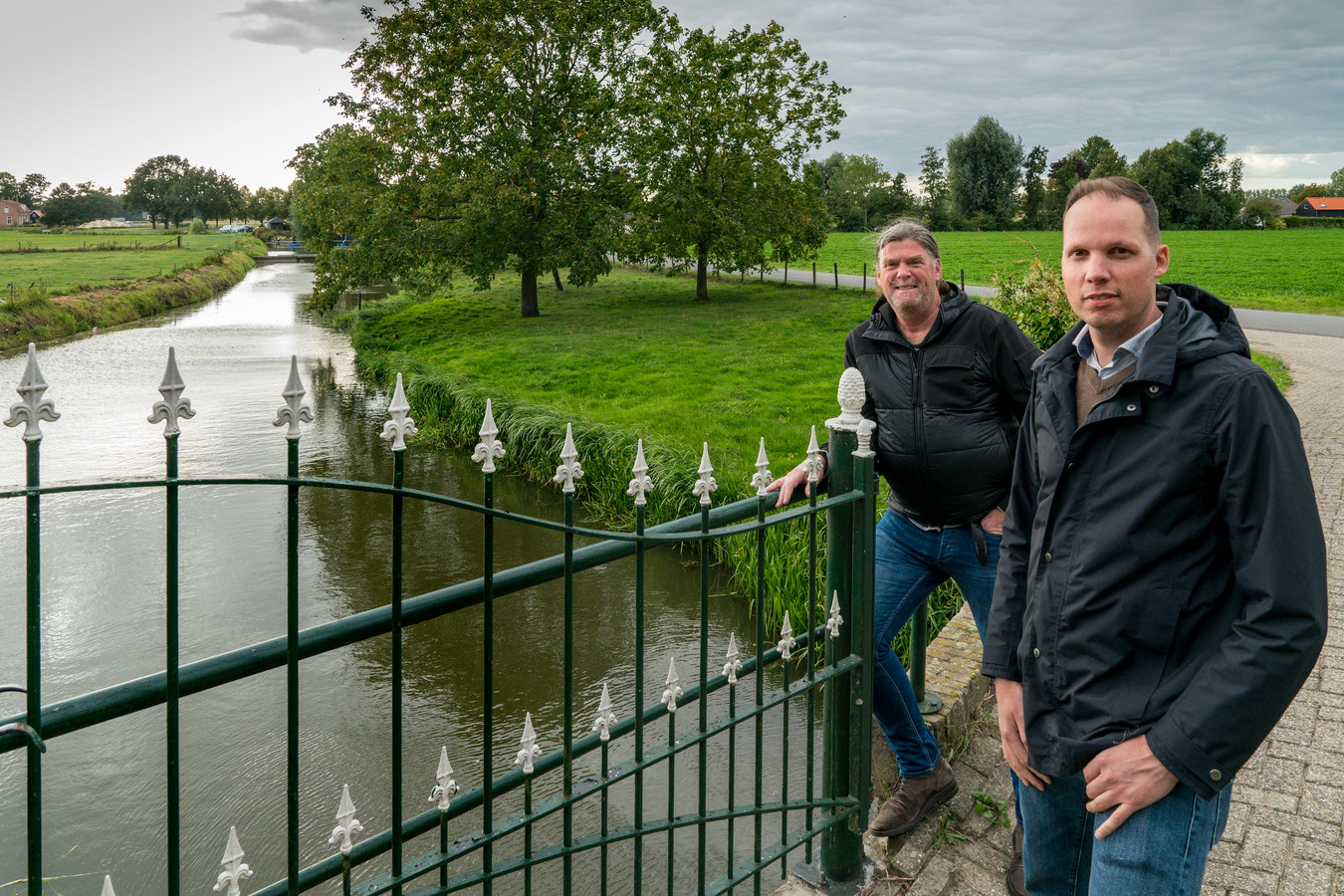 Vincent Snels (l) en Joost Nijssen van Klimaatplein Heusden bij 't Oude Maasje.