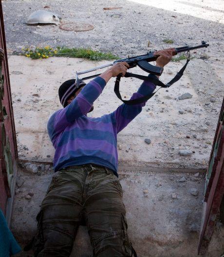 """Armer les rebelles, un """"pas dans la bonne direction"""" pour l'opposition"""