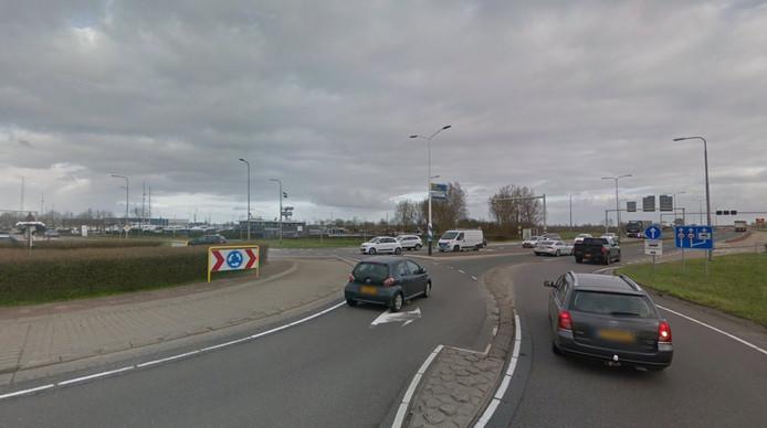 De rotonde waar het ongeluk gebeurde