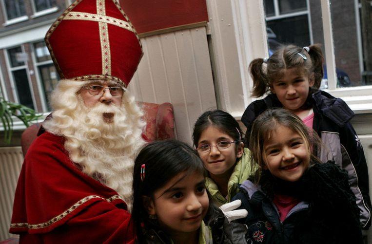 Sinterklaas op bezoek op een school. Foto ANP/Robert Vos Beeld