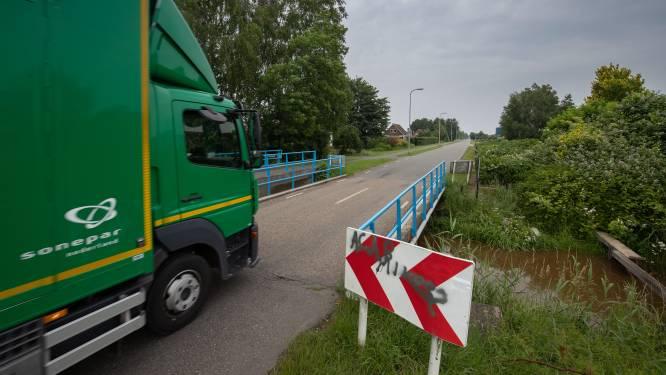 Vrachtwagens moeten kilometers omrijden door zwakke bruggen in IJsselmuiden