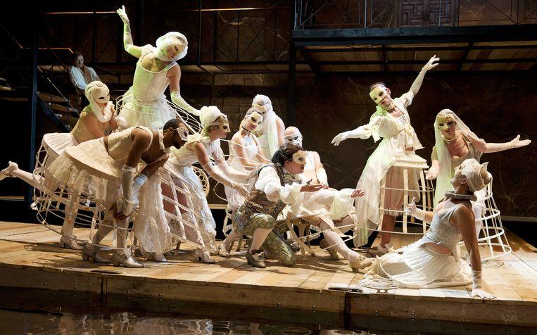 Acteurs van toneelgroep De Appel tijdens een repetitie van het stuk Casanova. Beeld anp